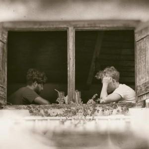 двое в окне