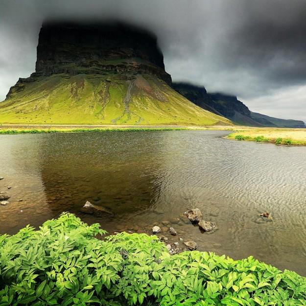 Исландия гора закрыта тучами
