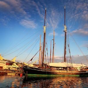 Яхта на причале в Хусавике