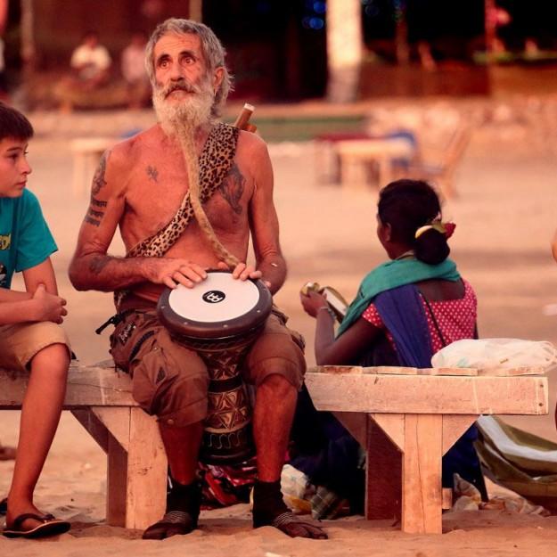 старик хиппи в Арамболе