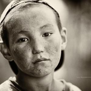 бурятский мальчик в печали