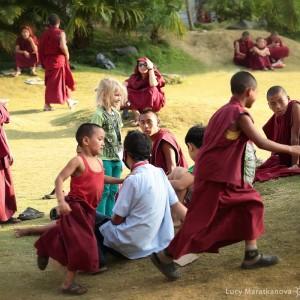 игры мальчиков монахов. Фото Люся Маратканова