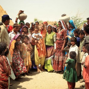 Люся в окружении пакистанцев. Фото Люся Маратканова