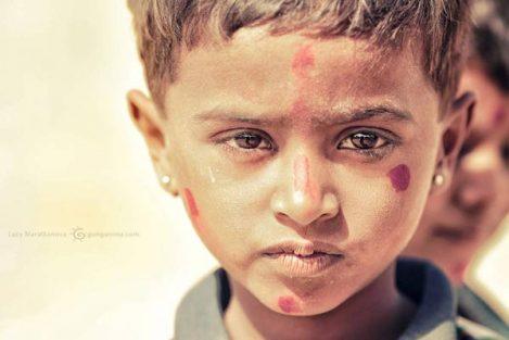 мальчик в пустыне тар в индии