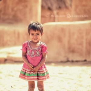 индийская малышка в платье в пустыне Тар. Фото Люся Маратканова