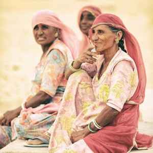 индианки в розовых платках в пустыне Тар Индия. Фото Люся Маратканова