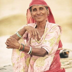 портрет индианки в платке в пустыне Тар. Фото Люся Маратканова