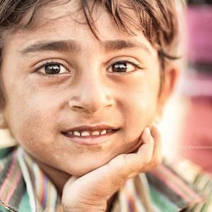портрет девочки в пустыне Тар
