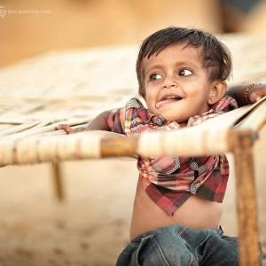 индийский малыш дурит