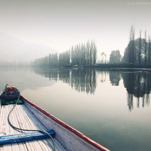 лодка на озере дал в индии