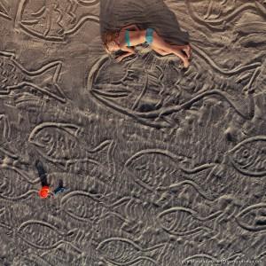 детские рисунки на песке в гоа в индии