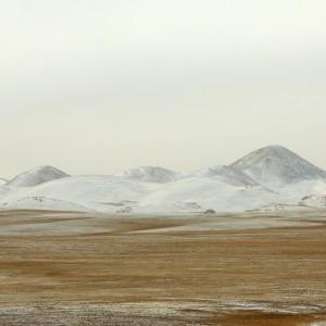 tibetan mountains in lhasa