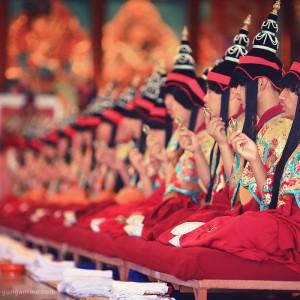 служба в буддистском монастыре в дарамсале в индии