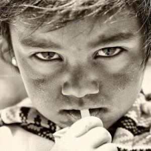черно белое фото ребенка в непале