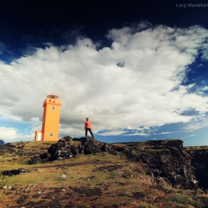 маяк на берегу в исландии