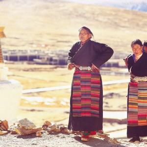 tibetan pilgrims near sakya monastery