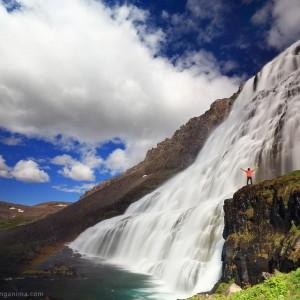 огромный водопад диньянди в исландии и человек