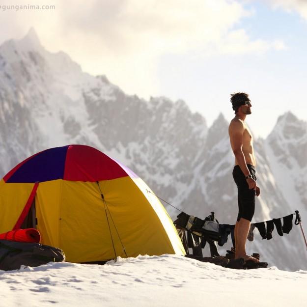 утро в лагере в горах в пакистане