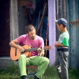 guitar lessonin village in russia