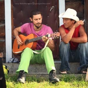 посиделки с гитарой в деревне в россии