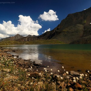озеро в горах на байкале в россии
