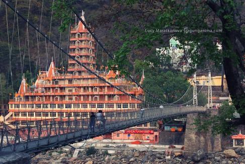 мост в ришикеше в индии
