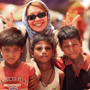 photo with kids in india in varanasi