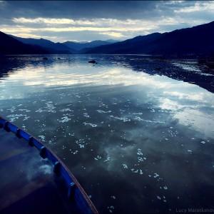 озеро в похаре в непале