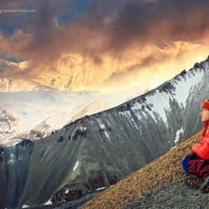girl and annapurna mountain in nepal