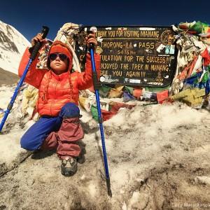 девочка на перевале торонг ла в непале
