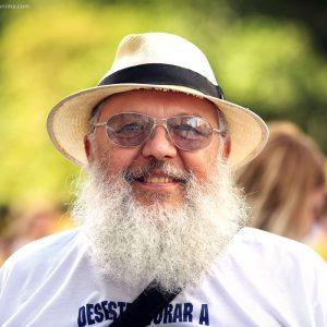 Бразильский дед в шляпе и с седой бородой в бразилии