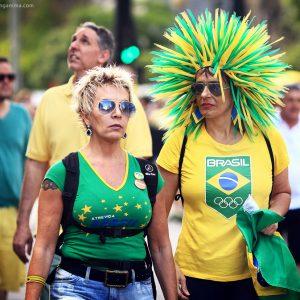 Участники демонстрации в Бразилии в сан пауло