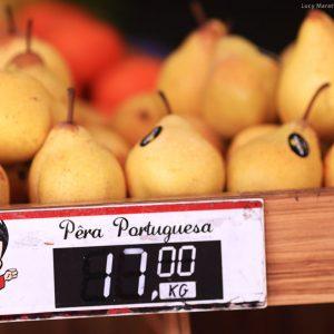 сколько стоят фрукты груши в бразилии