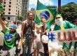 демонстрация в сан пауло бразилии с флагами