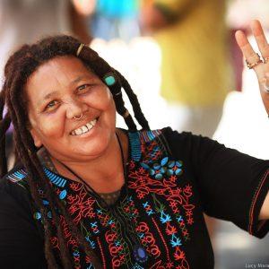 бразильская женщина с дредами на авениде Паулиста