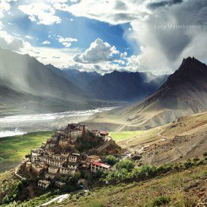 Вид на монастырь Кий в долина Спити
