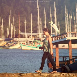 на берегу у пристани в парати в бразилии