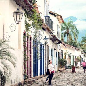 улицы исторического центра города парати в бразилии