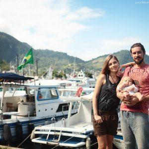 семейное фото на пристани ангры дос рейс в бразилии