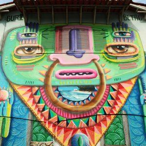 арт граффити на стенах в парати в бразилии