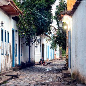 улицы парати в историческом центре города в бразилии