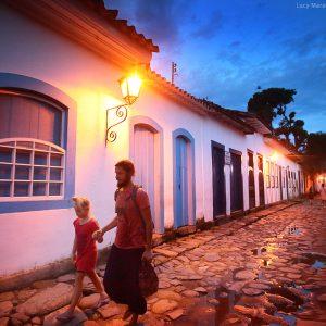 прогулка по историческому центру парати в бразилии