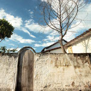 старинные окна и ставни в парати в бразилии